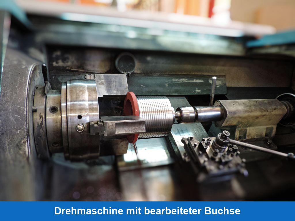 Drehmaschine mit bearbeiteter Buchse